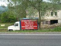 Реклама продажи дома на борту автомобиля
